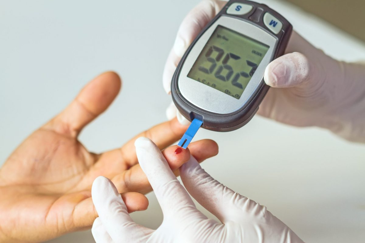 The diabetes drugs Onglyza (saxagliptin) and Kombiglyze XR (saxagliptin and metformin) have been linked to an increased risk of heart failure in diabetes patients.